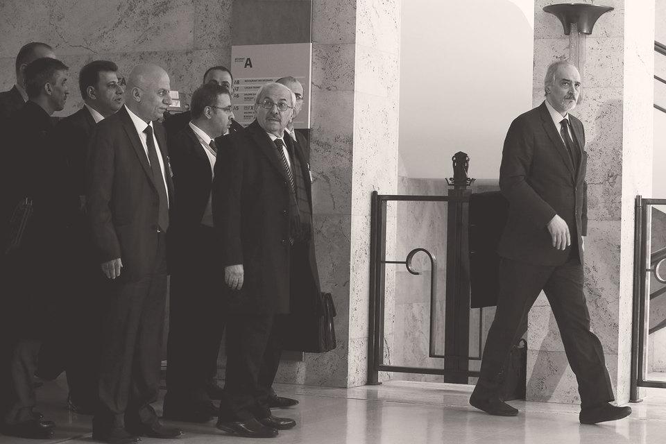 В арабском мире к федерализации относятся с недоверием. На фото: делегация сирийского правительства в Женеве после переговоров со спецпосланником ООН 14 марта