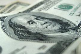 Щедрость международных компаний эксперт объясняет тем, что иностранные фирмы часто получают инвестиции в валюте, следовательно, для них российские специалисты стали дешевле в пересчете на доллары или евро
