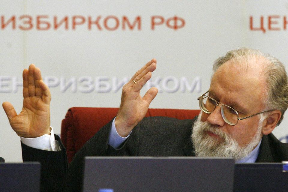 Перед уходом в отставку Владимир Чуров раздал награды и ценные указания