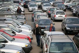 Рынок подержанных авто в России вырос – впервые за год с лишним. В основном их продают сами владельцы, но и дилерам этот рынок все интереснее