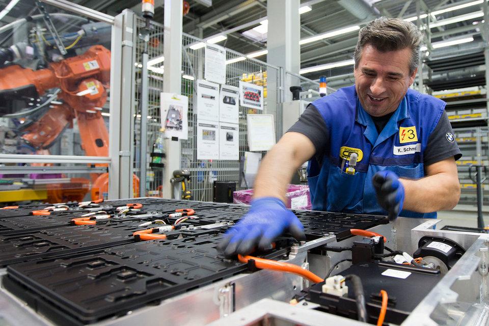 Производство электрических приводов для BMW i8 и i3