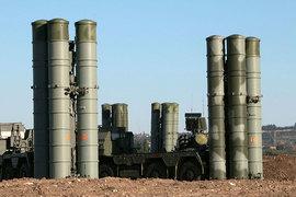 По словам президента, «все компоненты развернутой системы ПВО, включая комплексы ближнего действия «Панцирь» и дальнего действия «Триумф» С-400, будут нести постоянное боевое дежурство»
