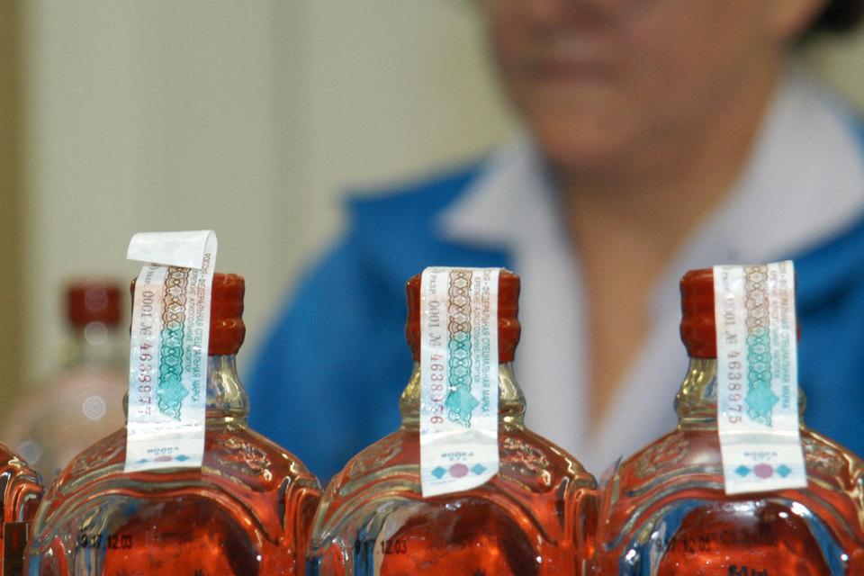 Минфин предлагает приравнять подделку акцизных марок на алкоголь к фальшивомонетничеству