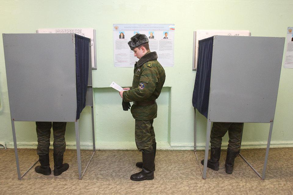 Военнослужащие вправе участвовать в «чужих» выборах, решил Конституционный суд