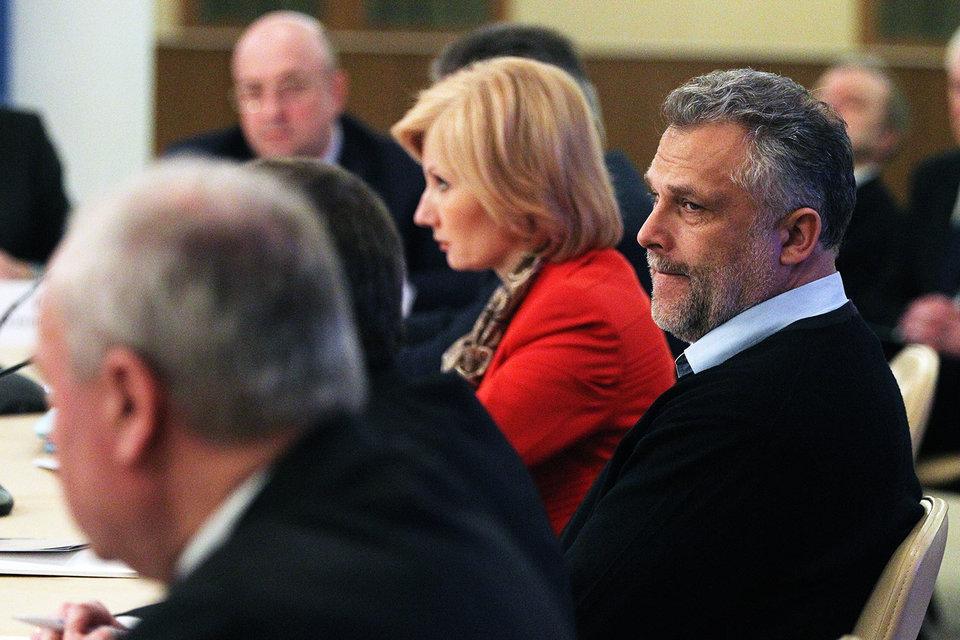 Об уходе в отставку Алексей Чалый (справа) заявил 29 декабря