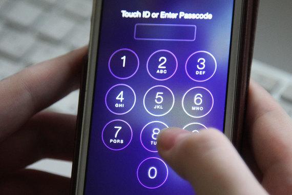 ФБР попробует обойти защиту iPhone и без помощи Apple
