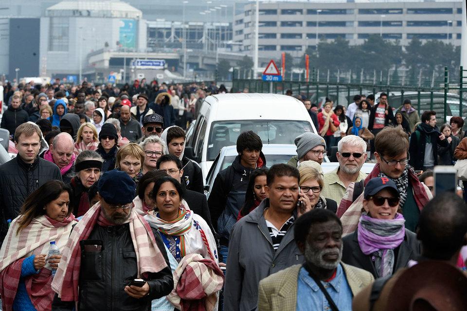 После терактов общественный транспорт, школы и офисы в Брюсселе были закрыты