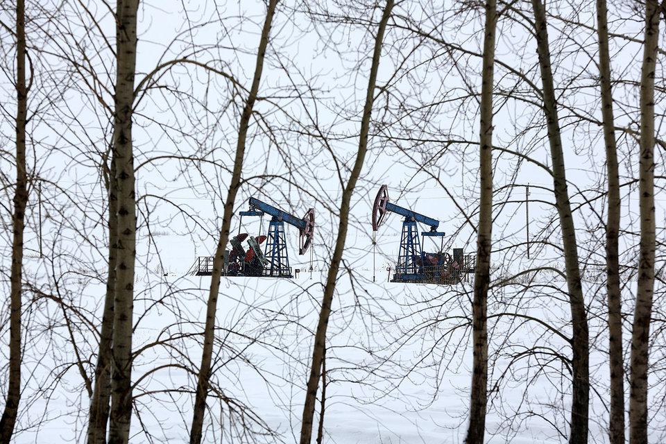 Чиновники думают, как выкачать из нефтяной отрасли побольше денег