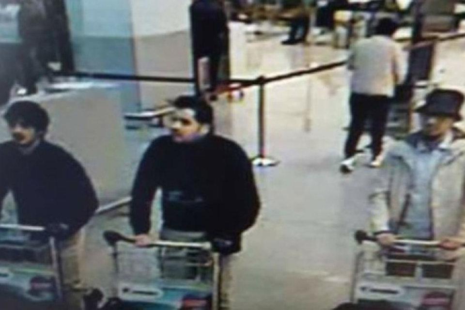 Данное фото растиражировали бельгийские СМИ. По информации полиции, двое мужчин в черной одежде устроили взрывы в зале вылета аэропорта