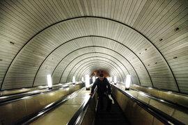Метрополитен рассчитывал, что победитель конкурса заплатит за право размещать рекламу в метро не менее 17,9 млрд руб. в течение 10 лет