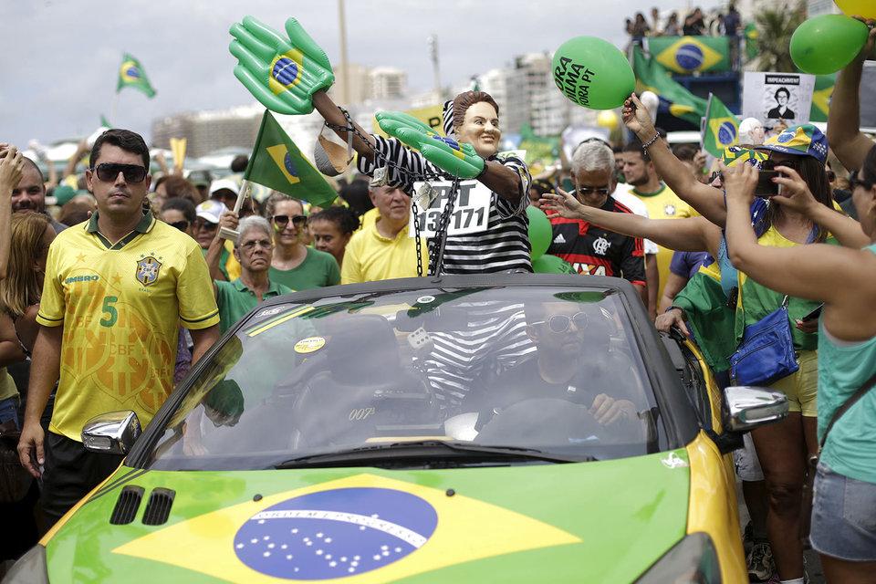 Президент Бразилии Дилма Руссеф не собирается уходить в отставку
