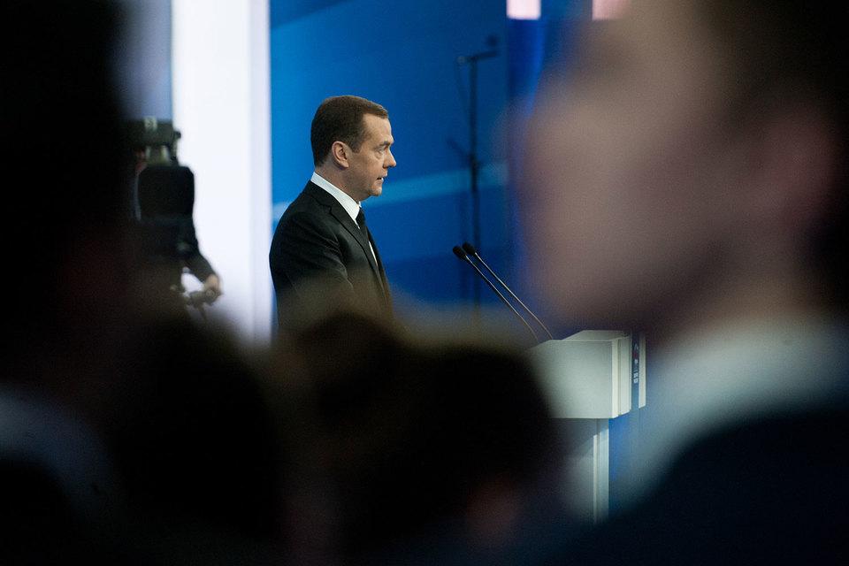 По итогам форума Медведев поручил подготовить решение об обязательствах правительства по софинансированию отдыха детей-инвалидов, детей-сирот и детей из неблагополучных семей
