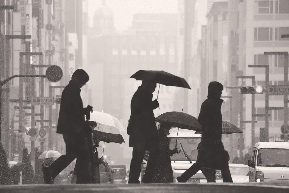 Недвижимость в токийском квартале Гиндза подешевела в 10 раз за годы «потерянного десятилетия». Банк Японии попытался в начале 2000-х оживить экономику с помощью эмиссии, но без особых успехов
