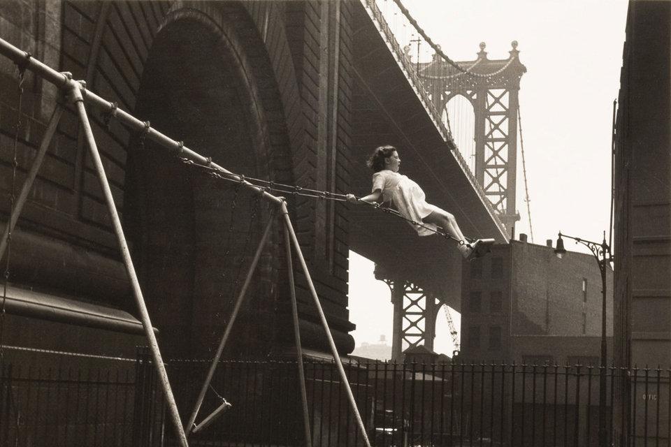 Уолтер Розенблюм, «Девочка на качелях. Питт-стрит, Нью-Йорк» 1938 г.