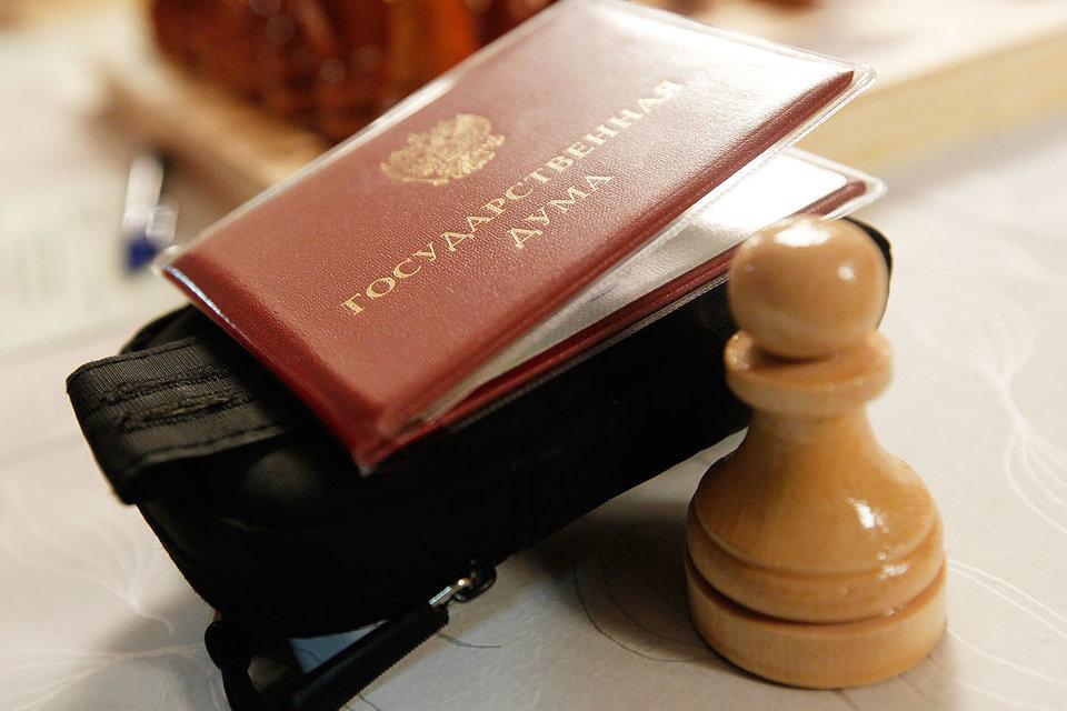 Конституционному суду пришлось разъяснять свое решение о запрете отказавшимся от мандата депутатам возвращаться в Госдуму