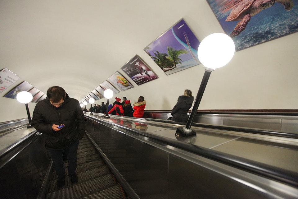 Компания «Авто селл» (ранее входила в автомобильный холдинг Александра Геллера) стала рекламным подрядчиком метрополитена в 2011 г.