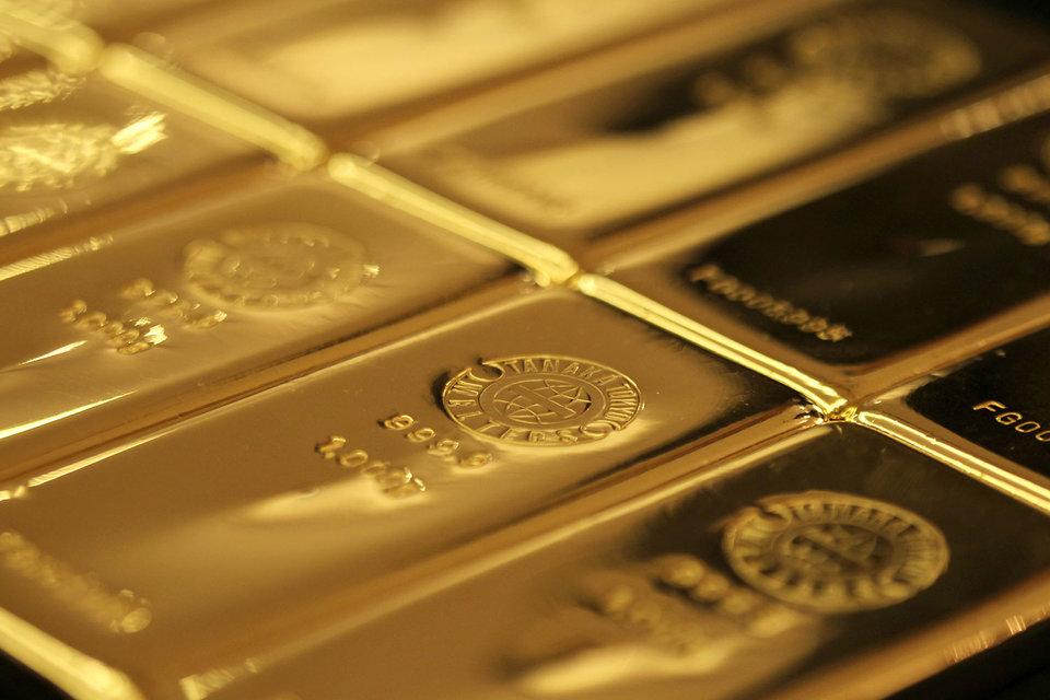 Золото снова стремительно дорожает