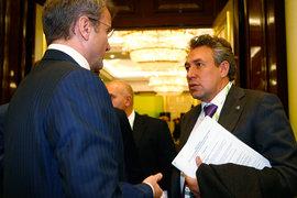 Президент Сбербанка Герман Греф (на фото слева) поддерживает бывшего сотрудника Сергея Горькова,  чем может