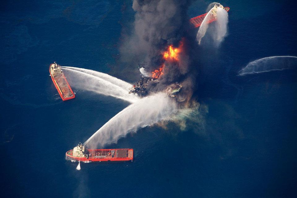 В результате взрыва на платформе Deepwater Horizon 20 апреля 2010 г. погибли 11 человек, а в воды Мексиканского залива вылилось около 3,2 млн баррелей нефти