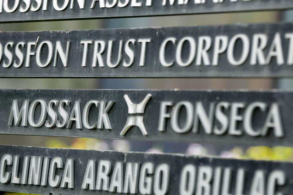 Более 500 банков разных стран давали поручения панамской юридической фирме Mossack Fonseca учредить для их клиентов офшорные компании
