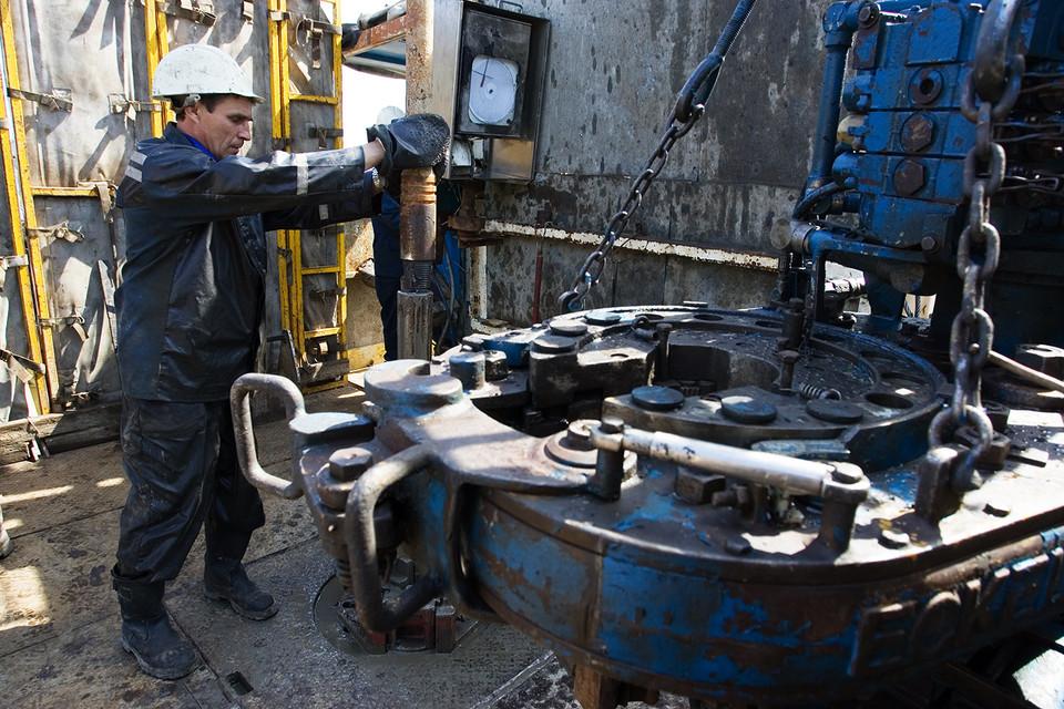 В 2016 г. добыча нефти может увеличиться минимум на 0,4%, а экспорт вырастет на 3,5%, прогнозирует Минэнерго