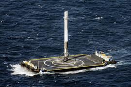 Первая ступень Falcon9 приземлилась почти точно в центр морской платформы