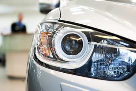 Падение продаж новых легковых автомобилей в марте замедлилось до 10%