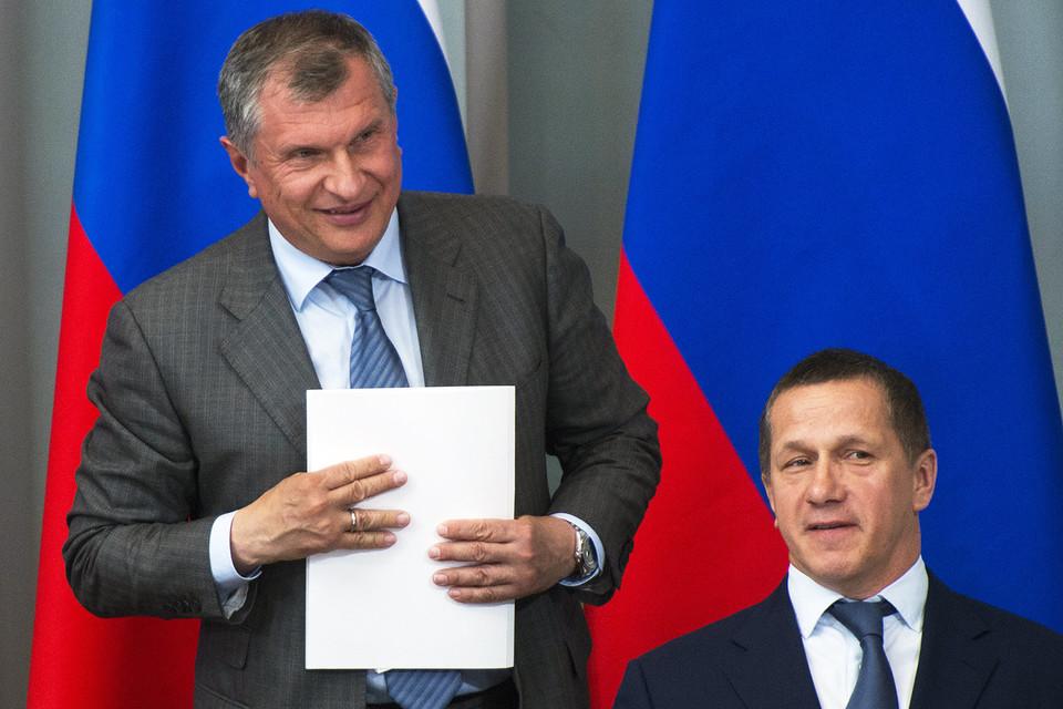 Игорь Сечин (на фото слева) может претендовать на место председателя совета «Русгидро» Юрия Трутнева