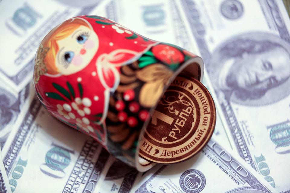 Рубль укрепился к доллару и евро, РТС обновлял максимум с ноября 2015 года
