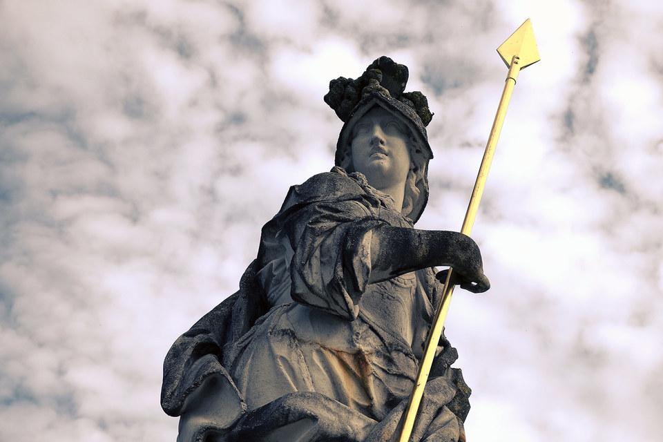 Статуя богини мудрости Минервы