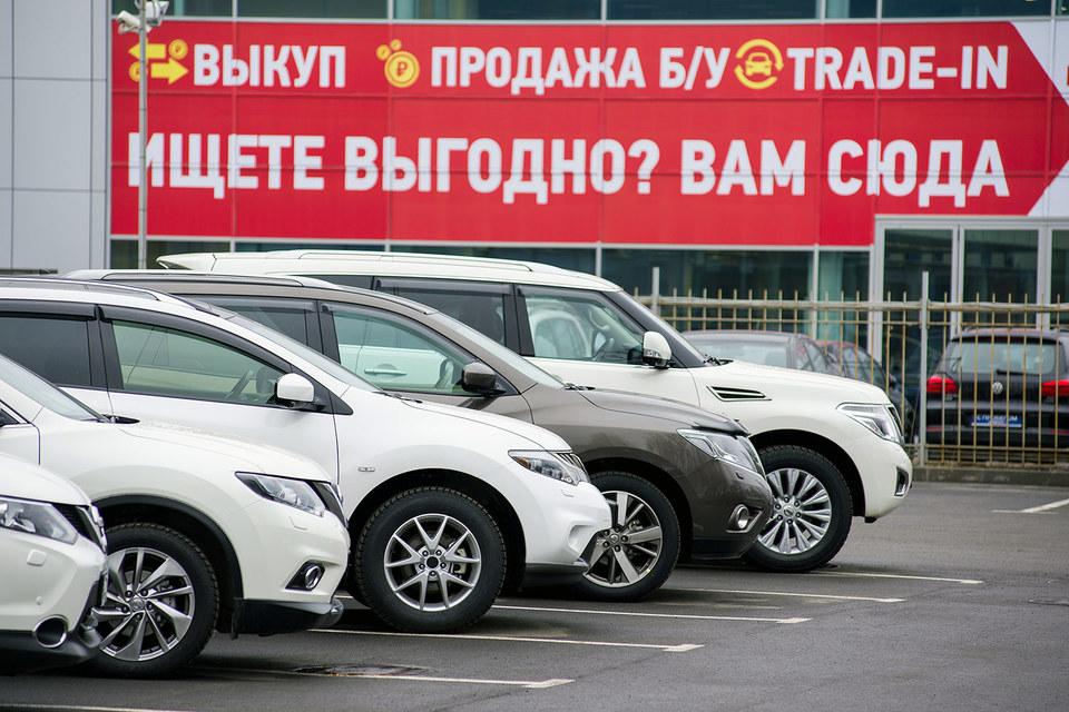 Дилеры переключаются на продажи подержанных автомобилей