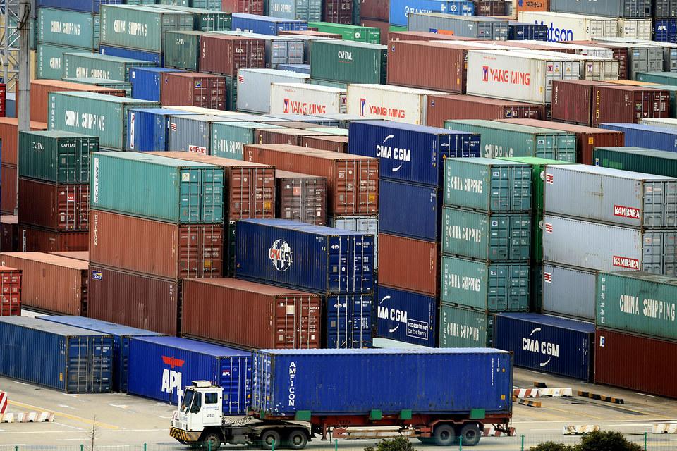 Китайский экспорт вырос в марте сильнее, чем ожидали экономисты