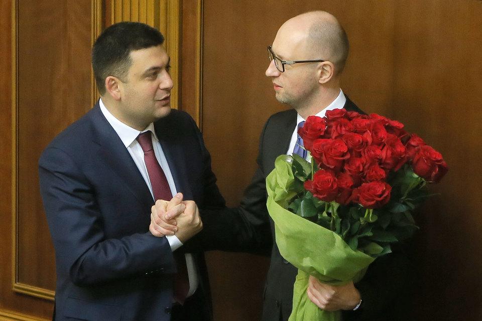 Владимир Гройсман (на фото слева) возглавил правительство Украины
