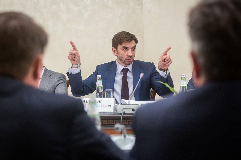 Абызов заработал в 2015 г. 455 579 586 руб., доход его супруги составил 678 000 руб.