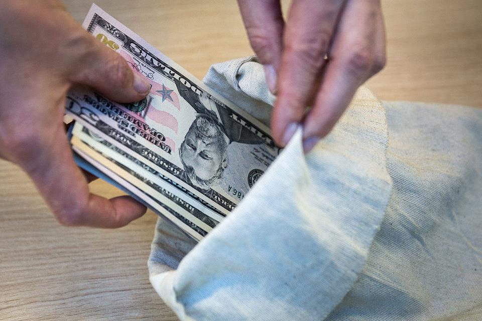 Дешевизна индексных паевых фондов может оказаться обманчивой. В США есть дорогие индексные фонды и относительно недорогие фонды с активным управлением
