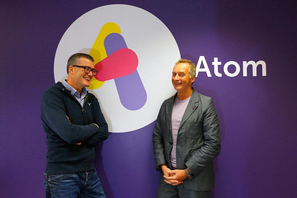 Atom Bank уже начал работу, на фото исполнительный директор Марк Маллен и председатель правления  Энтони Томсон