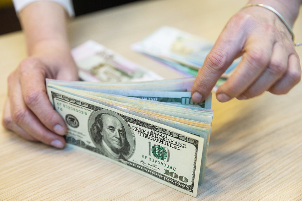 Курсы доллара и евро на Московской бирже взлетели в условиях обвала цен нефти