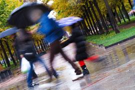 Правительство перенесло непопулярные меры на осень