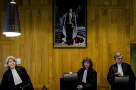 Три судьи лишили акционеров ЮКОСа $50 млрд
