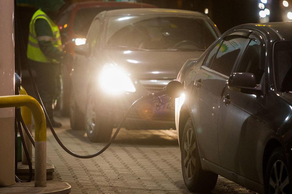 Половину поступлений от роста акцизов на бензин получат регионы – Госдума просит Минфин переделать законопроект