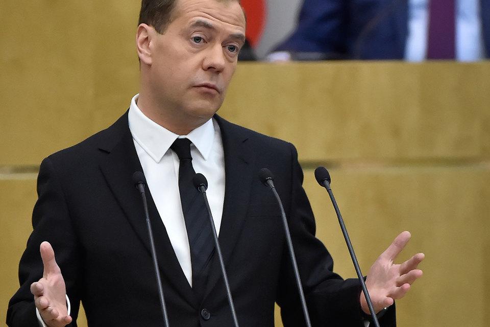 Премьеру Дмитрию Медведеву пока нечего сказать о параметрах бюджета, кроме того, что он будет на три года