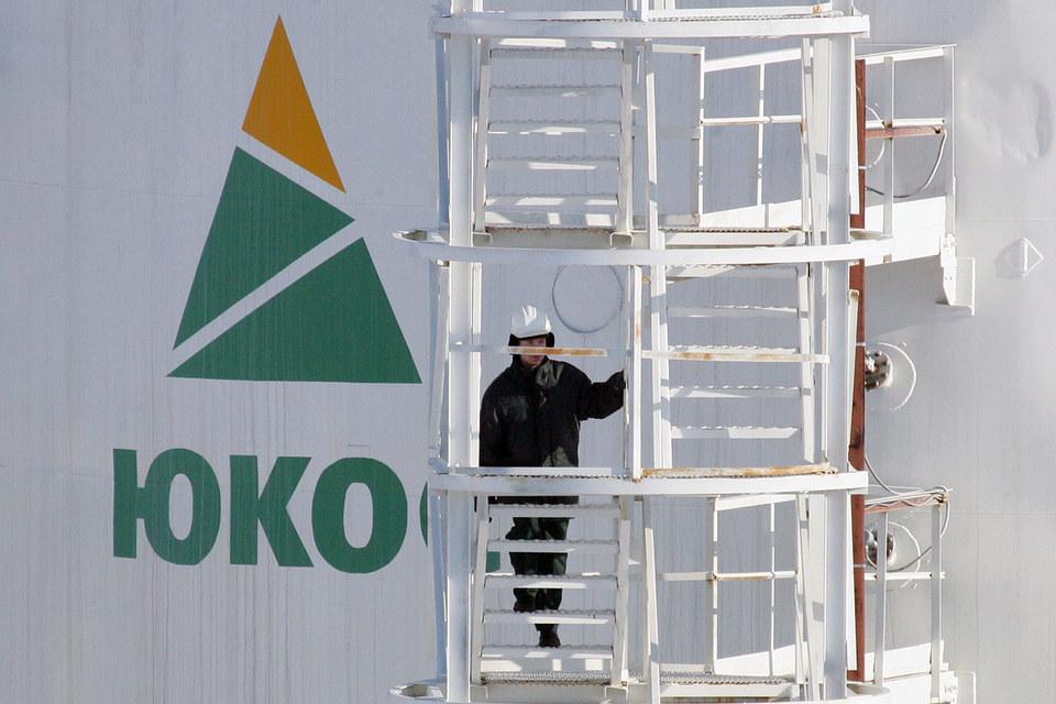 Окружной суд Гааги отменил решение постоянной палаты Третейского суда, обязывающее Россию выплатить $50 млрд бывшим акционерам компании ЮКОС