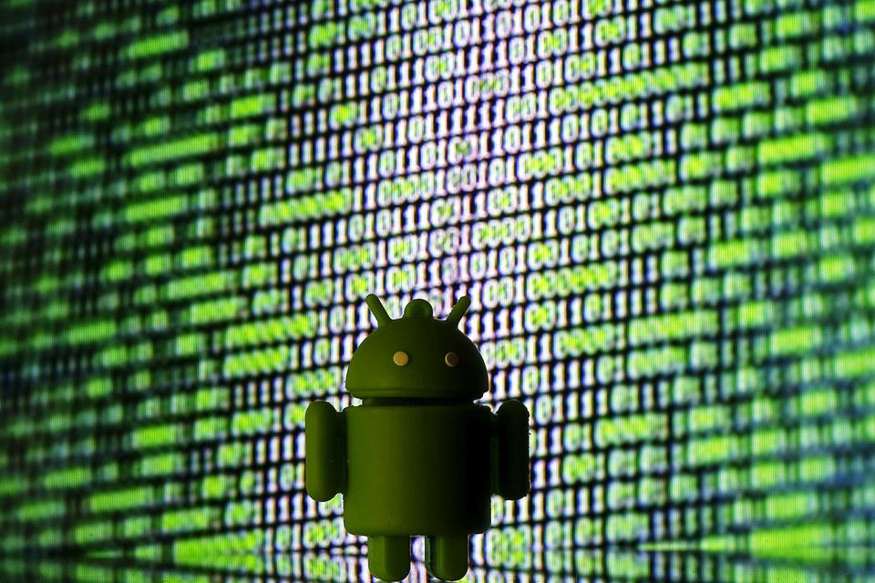 Google навязывает свои сервисы производителям смартфонов Android