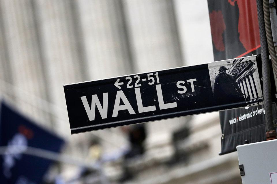 Банкирам Уолл-стрит придется ждать после начисления бонусов четыре года, прежде чем они смогут притронуться к ним