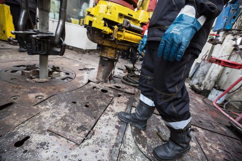 Цены на нефть остаются на сравнительно высоком уровне несмотря на срыв соглашения в Дохе