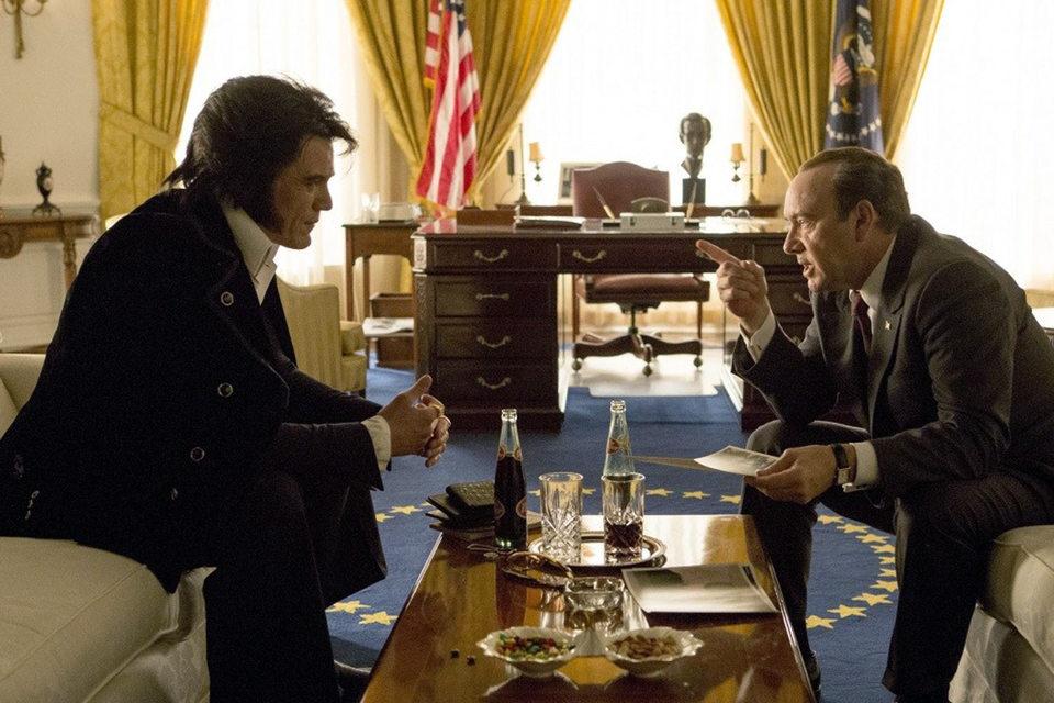 Майкл Шэннон (слева) и Кевин Спейси не стремились к портретному сходству с героями, но прекрасно скопировали жесты