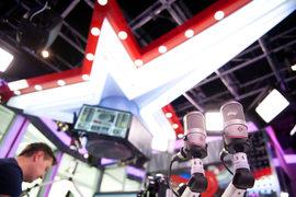 У «Европейской медиагруппы», владеющей радиостанциями «Европа плюс», «Дорожное радио», «Спорт FM» и др., меняются собственники
