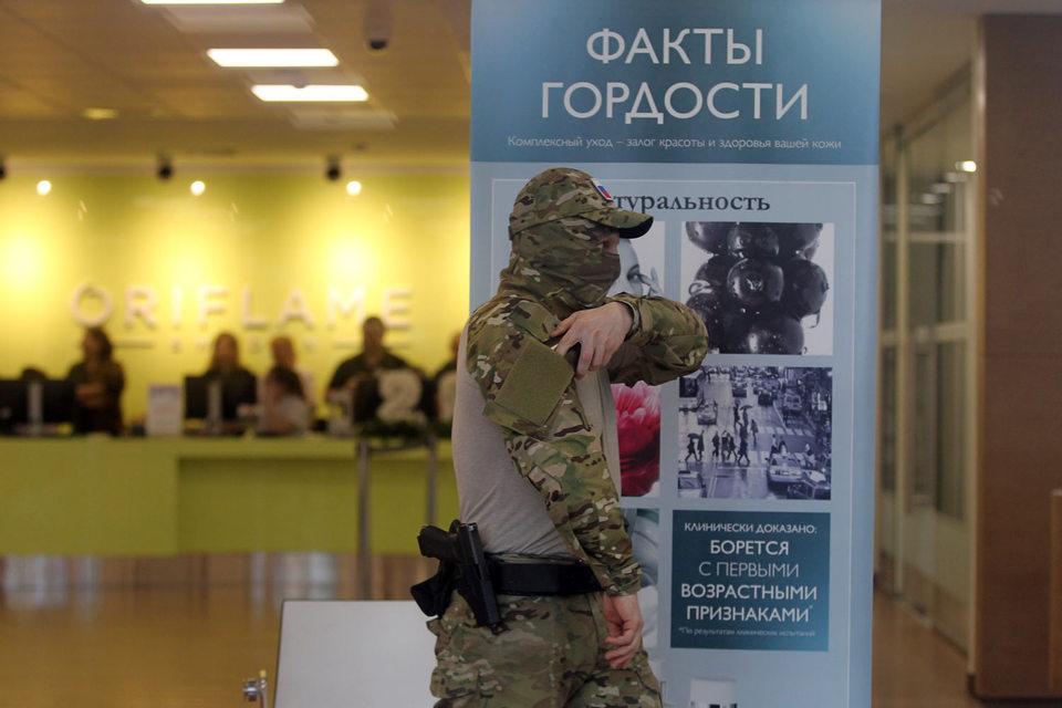 В пятницу, 22 апреля, в московском офисе шведской Oriflame на ул. Усачева, 37, стр. 1, а также в логистическом центре компании в Ногинске сотрудники правоохранительных органов проводили масштабную внеплановую проверку