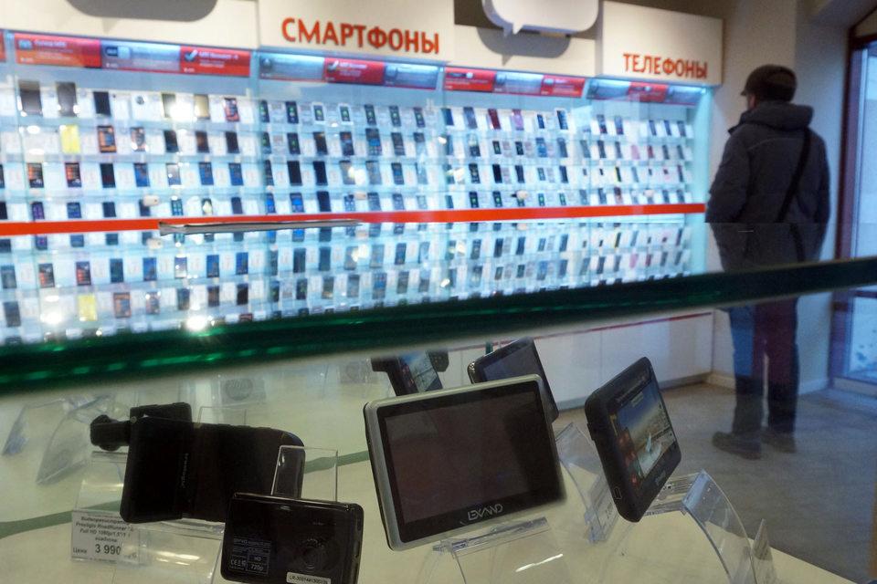В марте и апреле ритейлеры несколько раз снижали цены на смартфоны