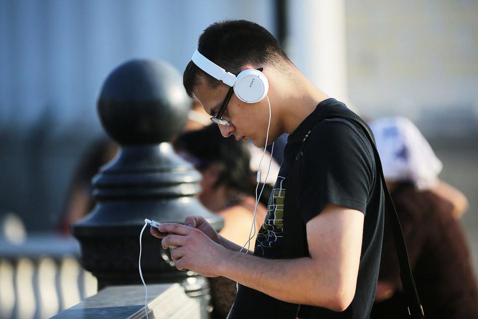 Приложение с легальной музыкой «В контакте» пока доступно только пользователям устройств Apple